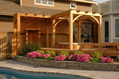 Hot tub, built-in barbecue, outdoor shower